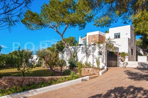 entrance area-wonderful villa-sea access-southwest coast