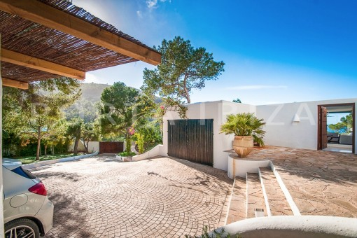 parking-wonderful villa-sea access-southwest coast