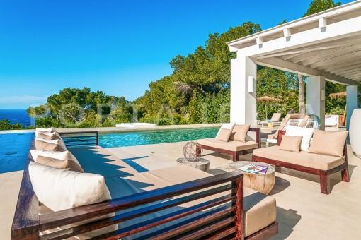 pool & chillout-wonderful villa-sea access-southwest coast