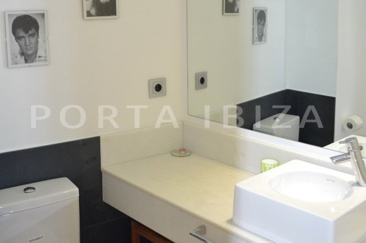 bathroom2-beautiful apartment-Botafoch-sea views