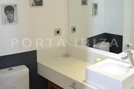 bathroom2-beautiful apartment-Botafoch-sea views