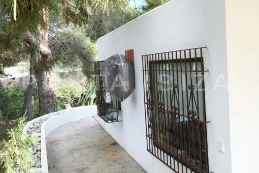 backside-charming property-fabulous location-Cala Conta