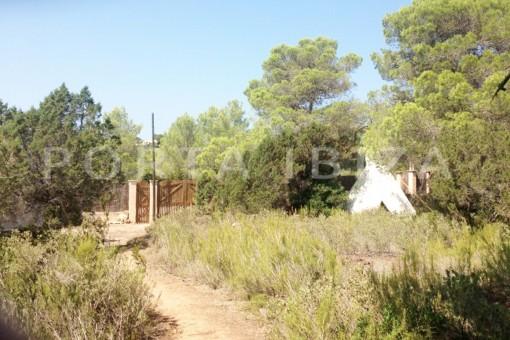 garden & tipi-charming property-fabulous location-Cala Conta