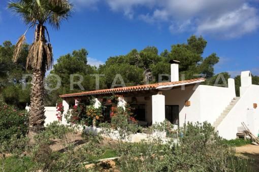 terrace & garden-charming property-fabulous location-Cala Conta