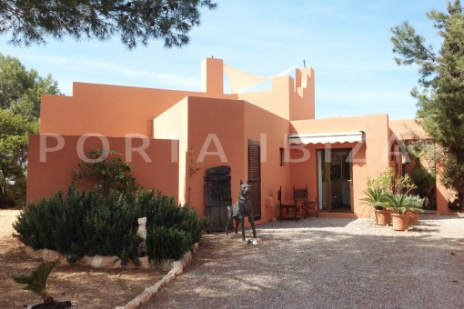 entrance-gorgeous property-phenomenal sea and sunset view