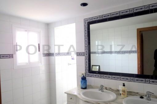 bathroom1-charming house-central- near Cala Pada