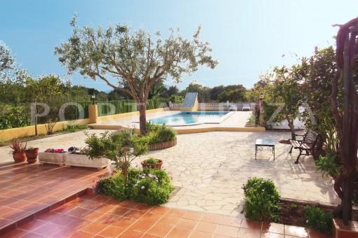 garden-charming house-central- near Cala Pada