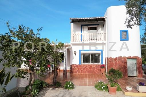 terrace & garden-charming house-central- near Cala Pada