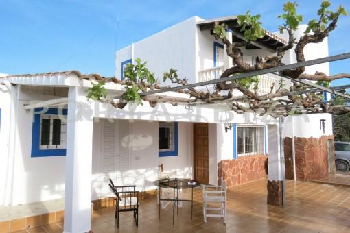 terrace-charming house-central- near Cala Pada