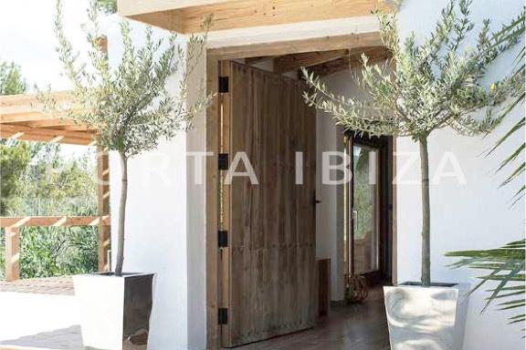 entrance-wonderful villa-San José-mediterranean garden