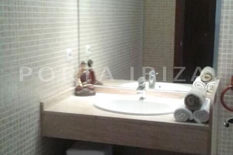 bathroom2-nice terraced house-cala moli-with pool