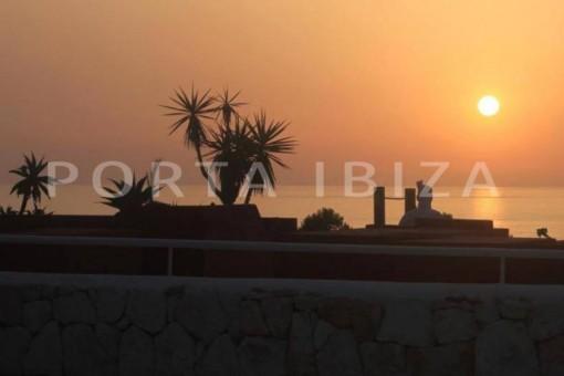 sunset-nice terraced house-cala moli-with pool