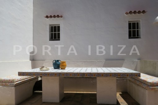 outdoor dinner area-high quality country house-Es Cubells