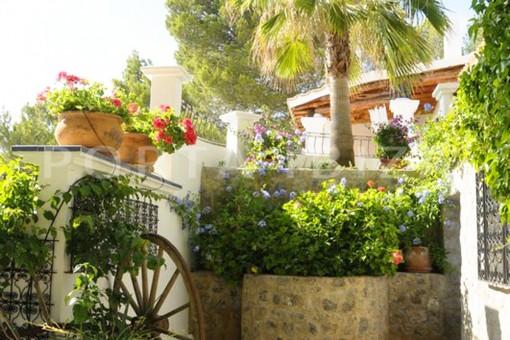 garden-wonderful villa with sea view at can germá