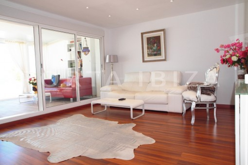 living-modern-super well maintained apartment-fantastic sea and sunset view
