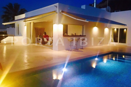 pool night-high quality & modern villa-cala conta