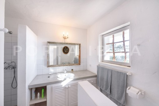 bathroom2-incredible property-fabulous panoramic views-Es Vedra