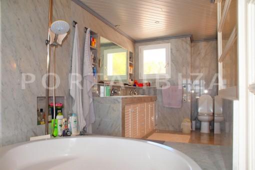 bathroom area-charming house-Cala Codolar-views to Es Vedra