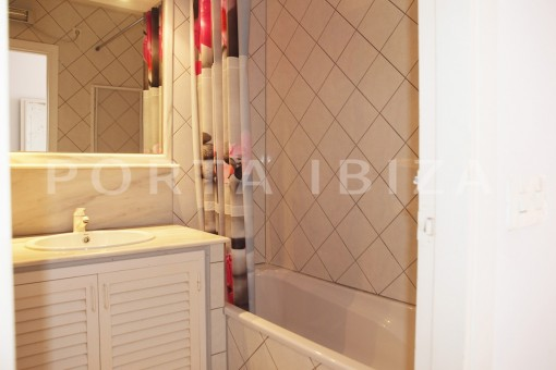 bathroom3-charming house-Cala Codolar-views to Es Vedra