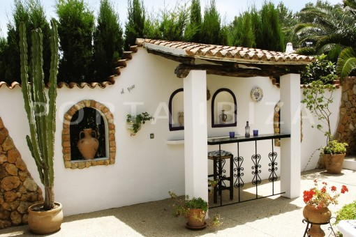 bar-house for renovation-close to the beach-Es Figueral