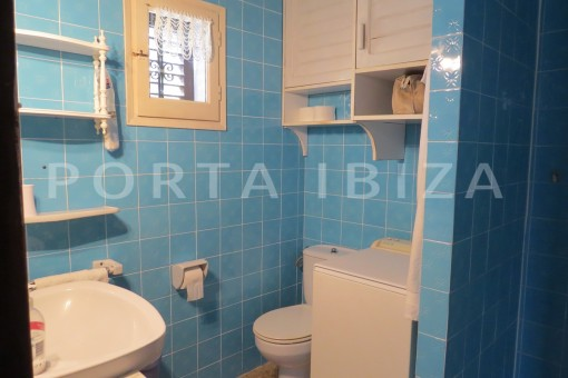 bathroom2-house for renovation-close to the beach-Es Figueral