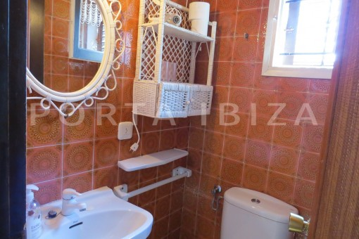 bathroom3-house for renovation-close to the beach-Es Figueral
