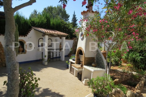 BBQ-house for renovation-close to the beach-Es Figueral