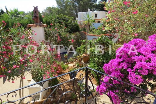 beautiful garden-house for renovation-close to the beach-Es Figueral
