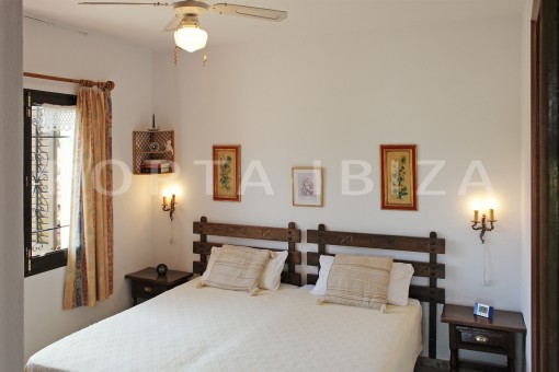 bedroom-house for renovation-close to the beach-Es Figueral