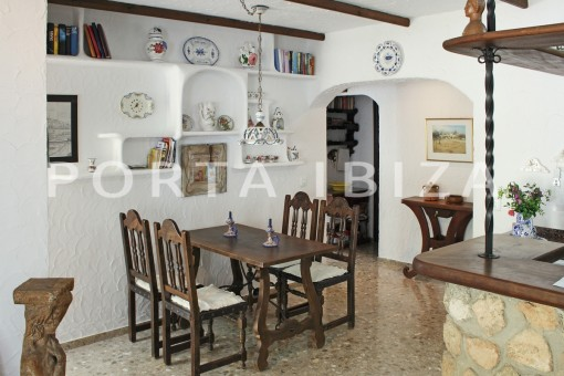 dinner-house for renovation-close to the beach-Es Figueral