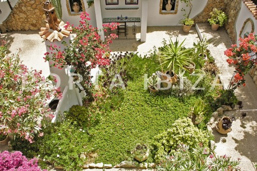 garden-house for renovation-close to the beach-Es Figueral