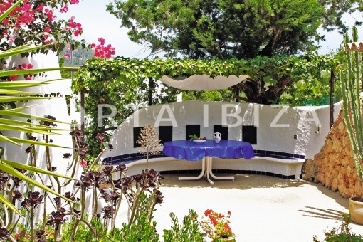 garden lounge-house for renovation-close to the beach-Es Figueral