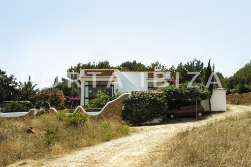 house for renovation-close to the beach-Es Figueral