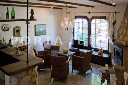 livingroom-house for renovation-close to the beach-Es Figueral