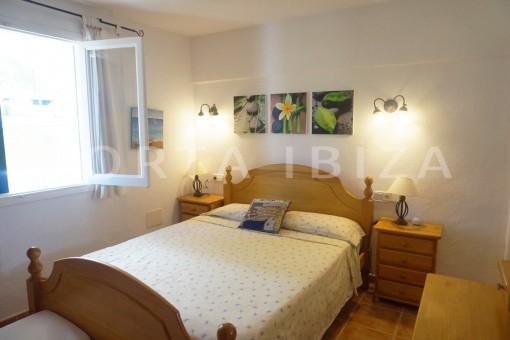 bedroom-charming apartment-beautiful view-Coralmar
