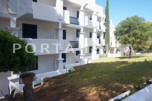 garden-charming apartment-beautiful view-Coralmar
