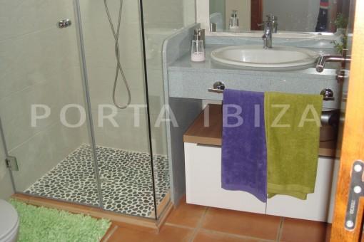 bathroom2-fabulous house-fantastic sea views-pool-Cala Moli