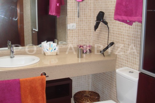 bathroom3-fabulous house-fantastic sea views-pool-Cala Moli