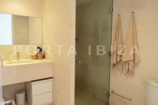 bathroom1-marvelous modern apartment-breathtaking sea view