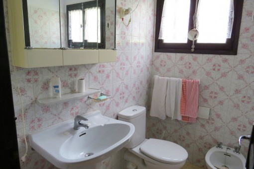 charming house-bathroom1-great potential for renovation-San Agustin