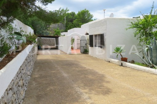 charming house-entrance area-great potential for renovation-San Agustin