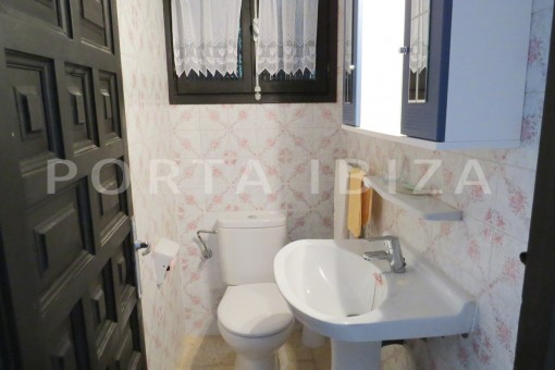 charming house-guest WC2-great potential for renovation-San Agustin