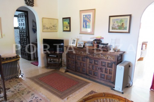 charming house-living area-great potential for renovation-San Agustin
