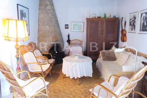 charming house-livingroom-great potential for renovation-San Agustin
