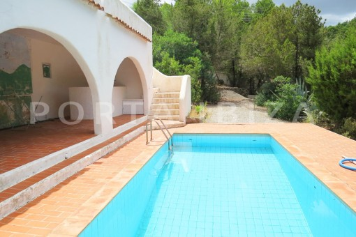 charming house-pool-great potential for renovation-San Agustin
