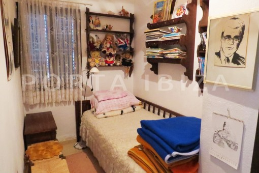 charming house-small guestroom-great potential for renovation-San Agustin