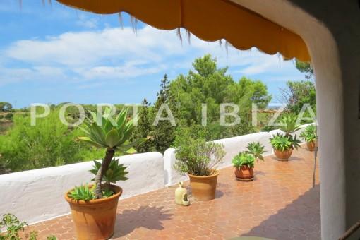 charming house-terrace-for renovation-San Agustin