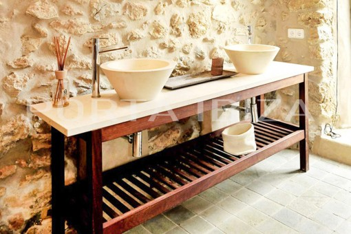 bathroom finca porroig