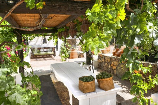 covered terrace porroig finca