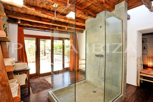 en suite bathroom finca porroig